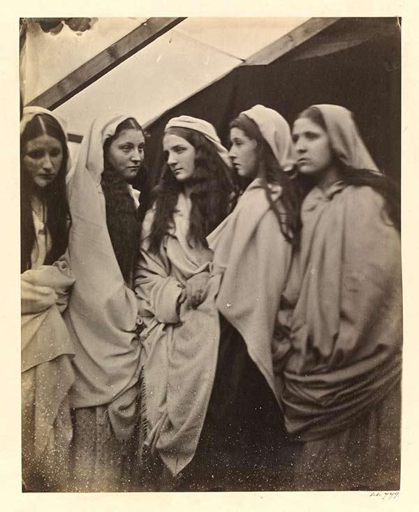 جولیا مارگارت کامرون، پنج باکره سرخوش، ۱۸۶۴، از موزه ویکتوریا و آلبرت